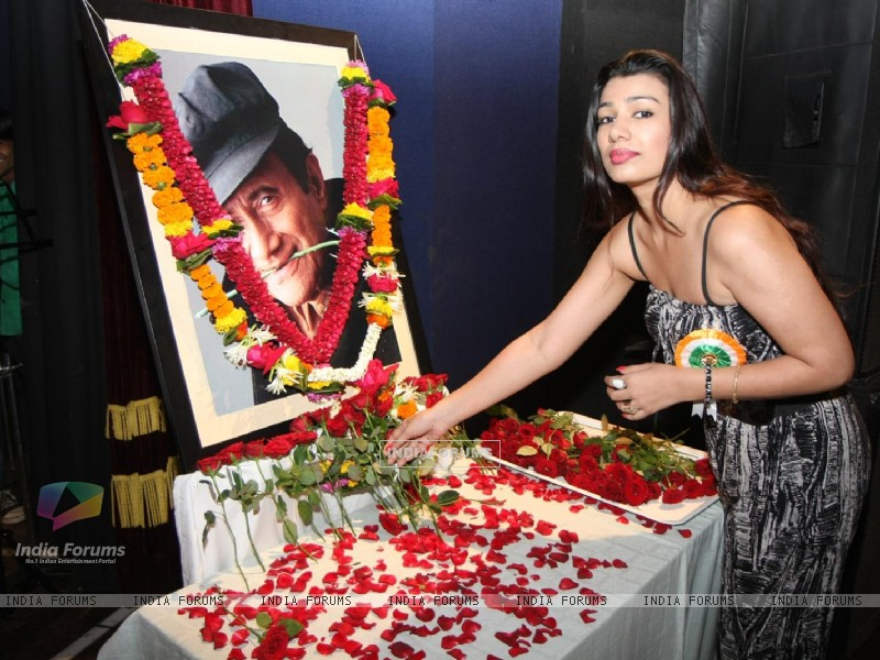 Mink Brar pays Tribute to Dev Anand by 23 Ladies Musician (177136) size:800x600