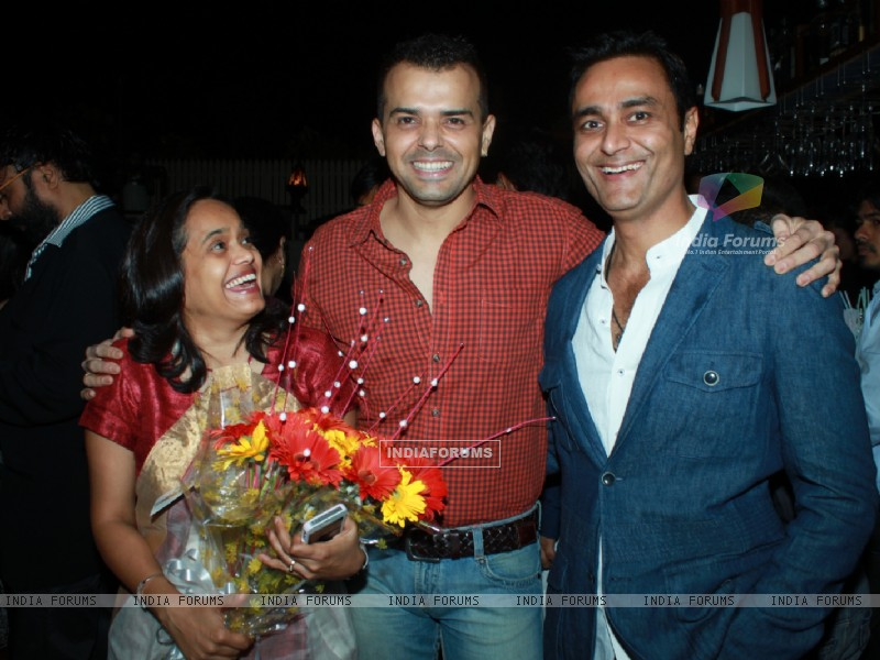 Sashi, Prashant Bhatt and Sumeet Mittal at 100th episode success party of tvshow 'Diya Aur Baati Hum (178531) size:800x600