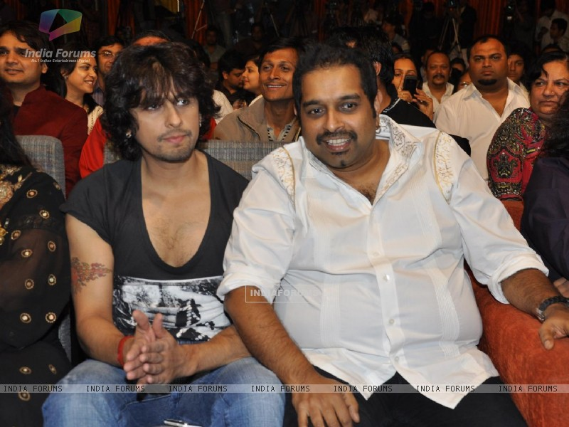 "Sonu Niigam, Shankar Mahadevan during the release of Kailash Kher's new album ""Kailasha Rangeele"" (178641) size:800x600"