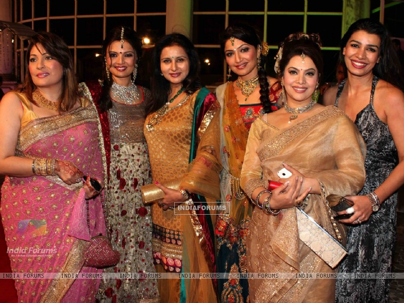 Mink, Poonam, Akruti, Kavita grace Deepshikha Nagpal wedding reception in Mumbai (180070) size:800x600