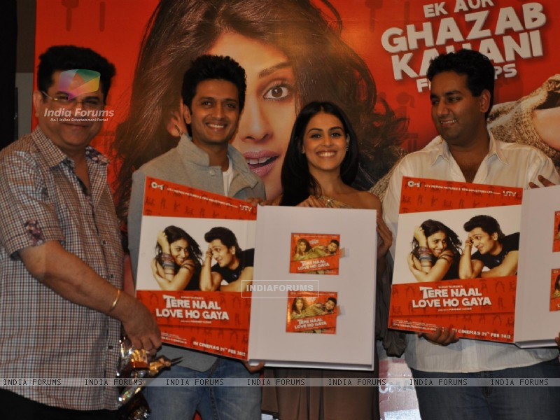 Ritesh Deshmukh & Genelia Dsouza during the music launch of film Tere Naam Love Ho Gaya in Mumbai (180361) size:800x600