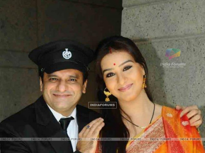Shilpa Shinde and Paresh Ganatra as Koel and Ghotak Narayan in Chidiya Ghar (180927) size:800x600