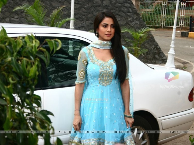 Shraddha Arya on the sets of Main Lakshmi Tere Aagan Ki (182219) size:800x600