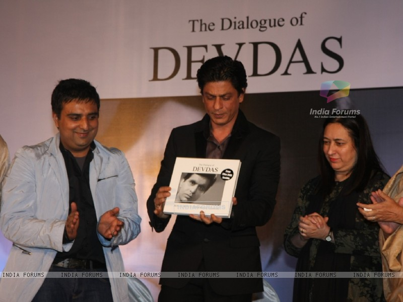 Shah Rukh Khan at Launch of Devdas dialogue book at Mehboob Studios in Bandra, Mumbai (183620) size:800x600