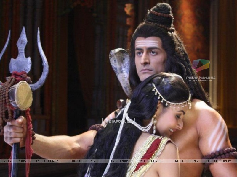 Mohit Raina aka Shiv and Mouni Roy aka Sati Still image from Devon ke dev.Mahadev. (184384) size:800x600