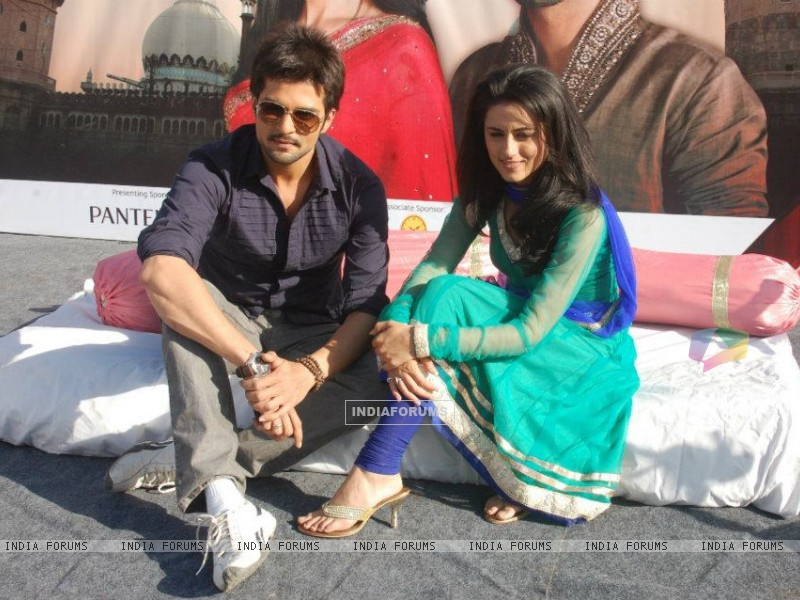RaQesh Vashisth & Riddhi Dogra Vashisth advertising for Star Parivaar Awards 2012 (184707) size:800x600