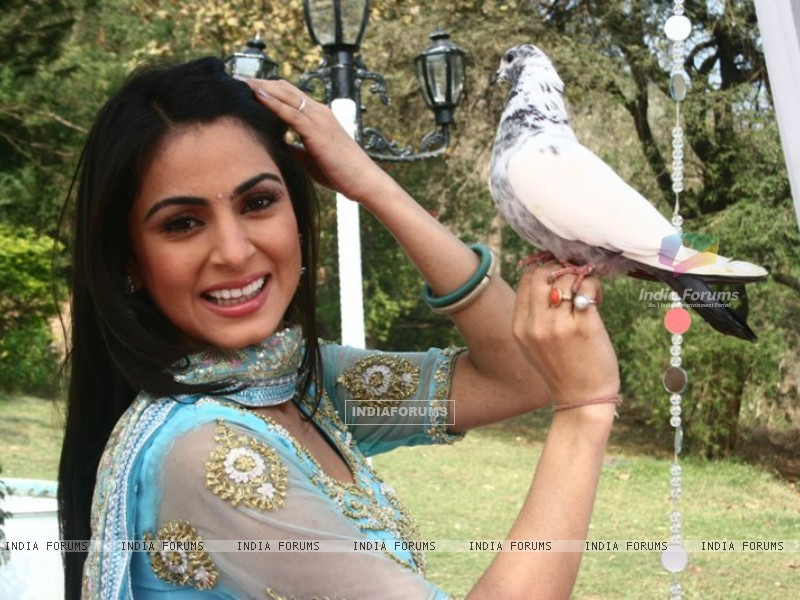 Shraddha Arya on the sets of Main Lakshmi Tere Aagan Ki (186593) size:800x600