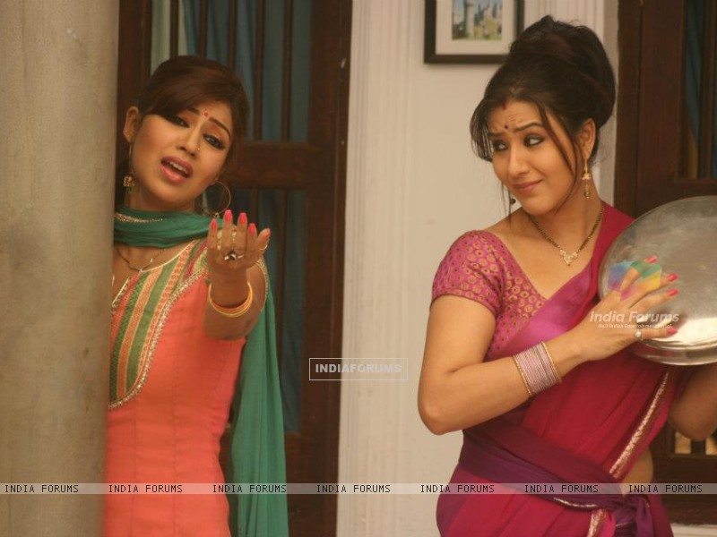 Debina Bonnerjee and Shilpa Shinde in Chidiya Ghar, as Mayuri and Koel Narayan. (187996) size:800x600
