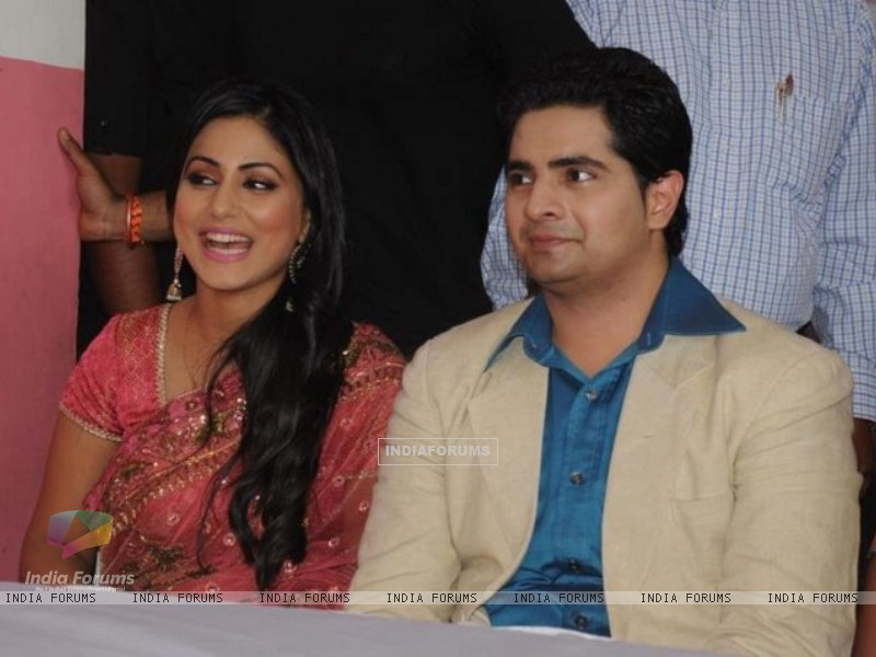 Karan Mehra and Hina Khan at Star parivaar awards 2012 tv show (188856) size:800x600