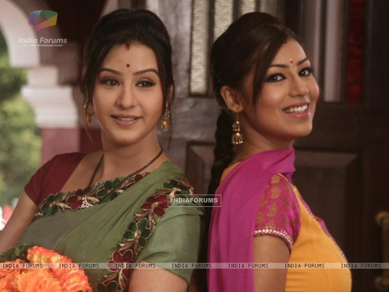 Debina Bonnerjee and Shilpa Shinde as Mayuri and Koel in Chidiya Ghar (191426) size:800x600