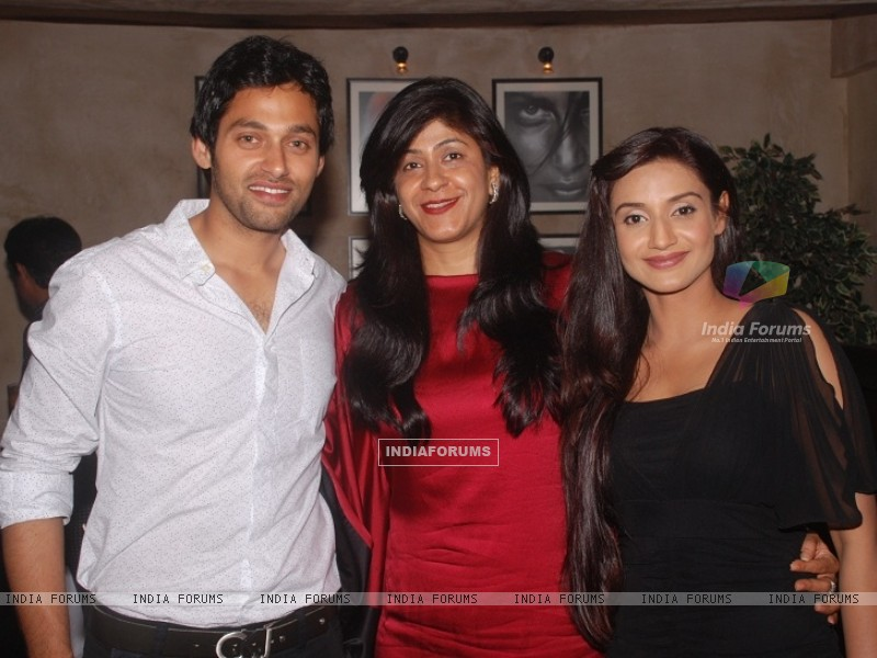 Sumit Vats, Ila Bedi Dutta and Rati Pandey at celebration of 100 episodes of Hitler Didi (191566) size:800x600