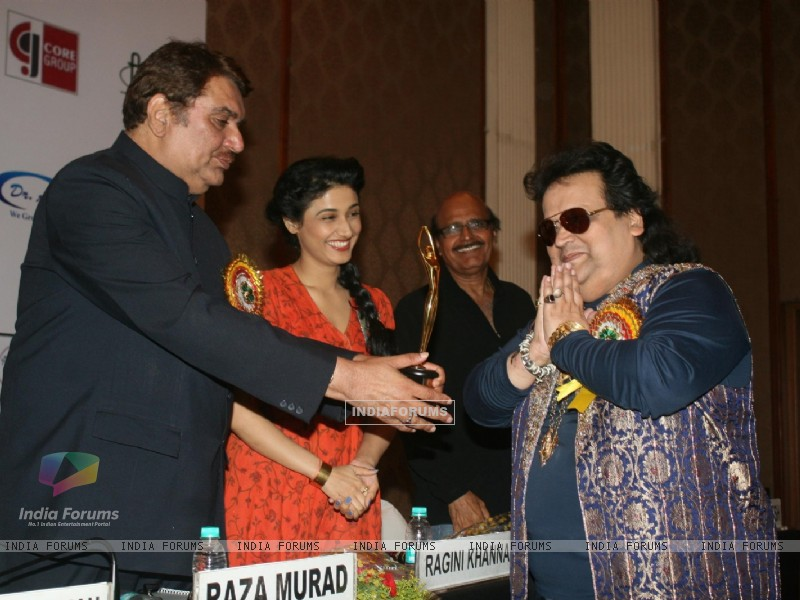 Raza Murad, Ragini Khanna, Bappi Lahiri and Avtaar Gill at Golden Achiever Awards 2012 (193324) size:800x600