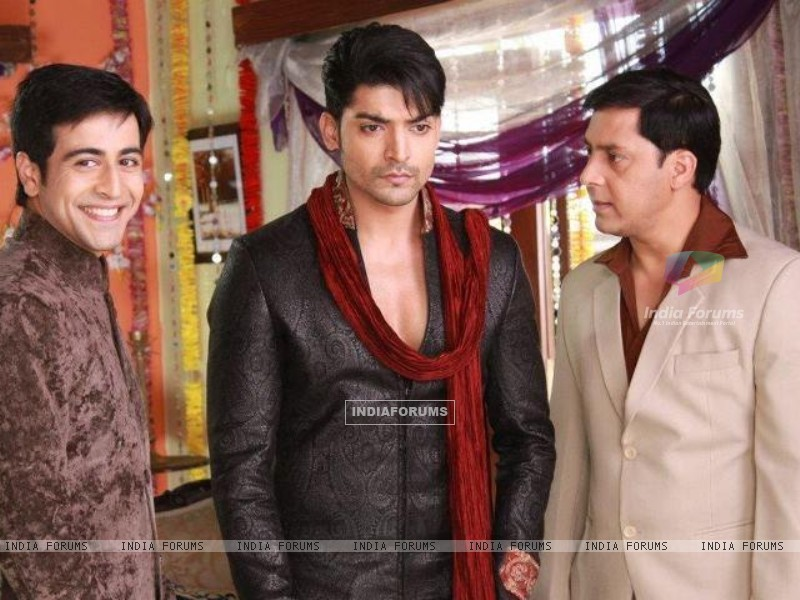 Gurmeeet Choudhary, Dishank Arora and Rakesh Kukreti on sets of punar vivah (195023) size:800x600