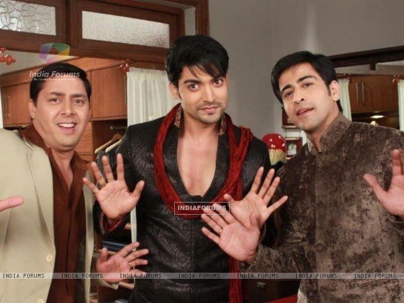 Gurmeeet Choudhary, Dishank Arora and Rakesh Kukreti on sets of punar vivah (195030) size:800x600