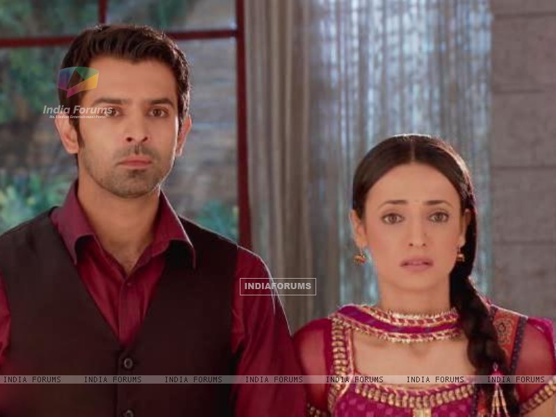 Arnav and Khushi Wallpapers http://www.moviebetter.com/167069/back-view-of-yesteryear-item-dancer-jayamalini-s4spicecom