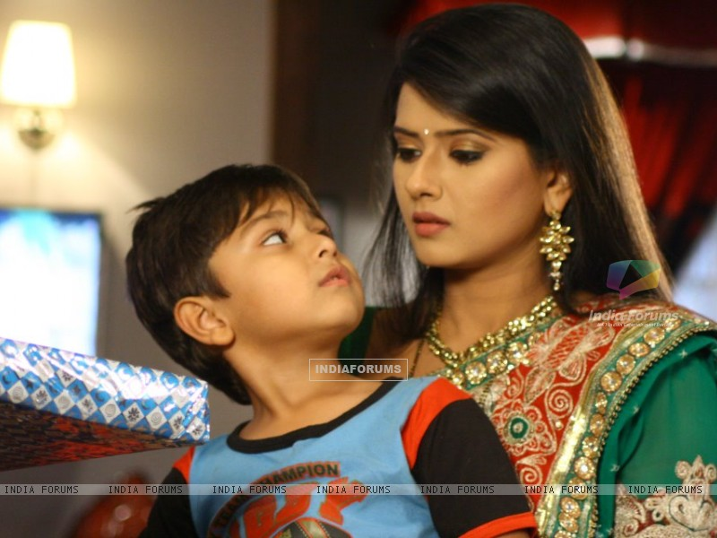 Kratika Sengar on the set of Punar Vivah (197263) size:800x600
