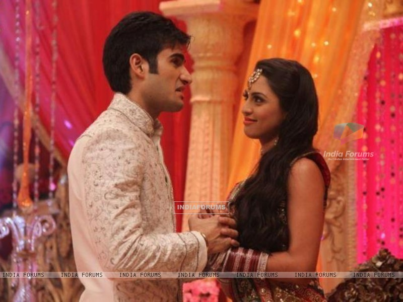 Karan Tacker and Kryste Dsouza (197770) size:800x600