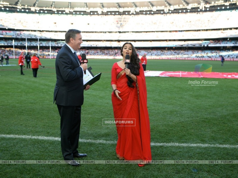 Vidya Balan with Eddie McGuire at the Melbourne Cricket Ground (198413) size:800x600