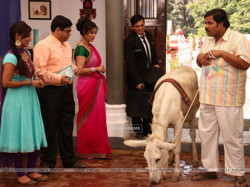 Debina Bonnerjee, Shilpa Shinde, Paresh Ganatra, Sumit Arora on the Sets of CG (200129) size:800x600