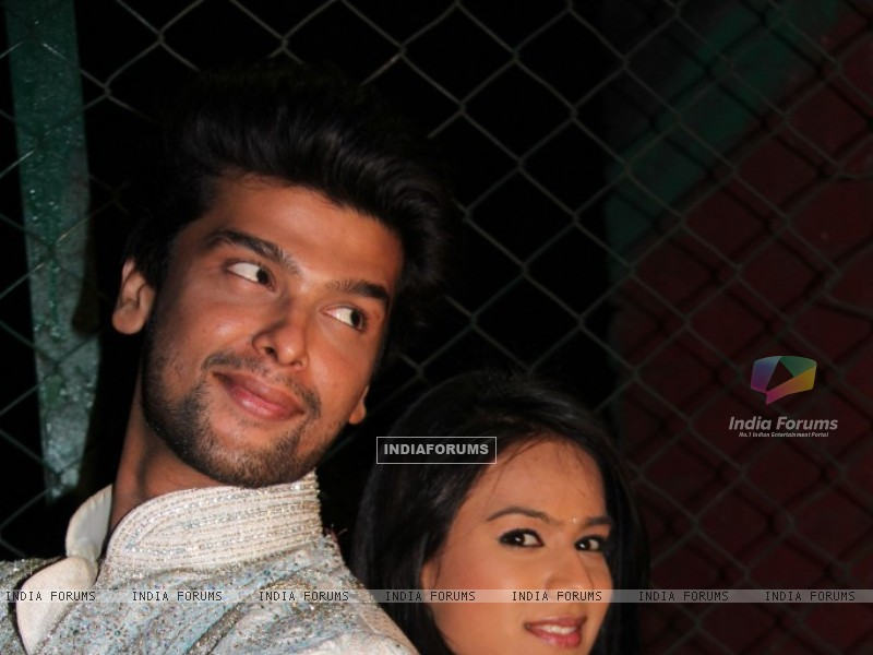 Still of Nia Sharma and Kushal tandon as Manvi and virat from Ek Hazaaron Mein Meri Behna Hain (200958) size:800x600