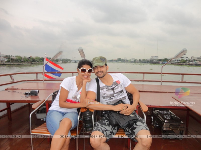 Gurmeet and Debina in Bangkok (200982) size:800x600