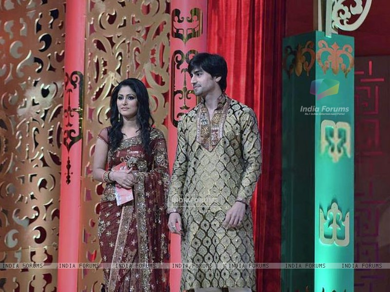 Harshad Chopra and Hina Khan (202154) size:800x600