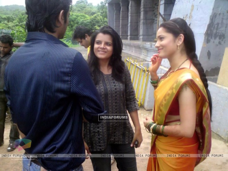 Ankita Lokhande, Sushant Singh Rajput Discussing The Scene With Creative Head Of Pavitra Rishta (202647) size:800x600