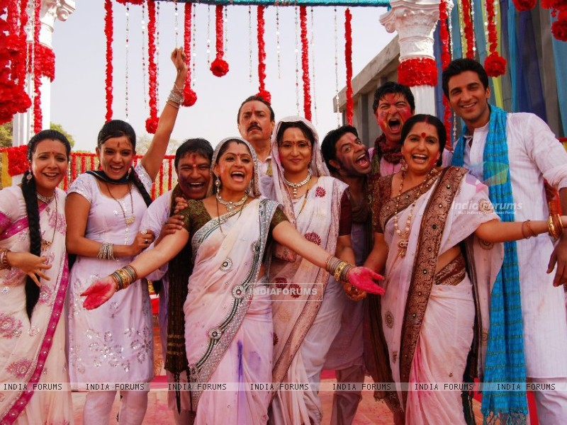 The Sasural Simar Ka Family celebrating holi (202998) size:800x600