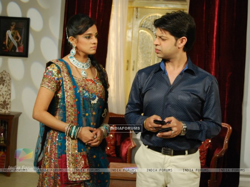 Shweta and Ssumier (203000) size:800x600