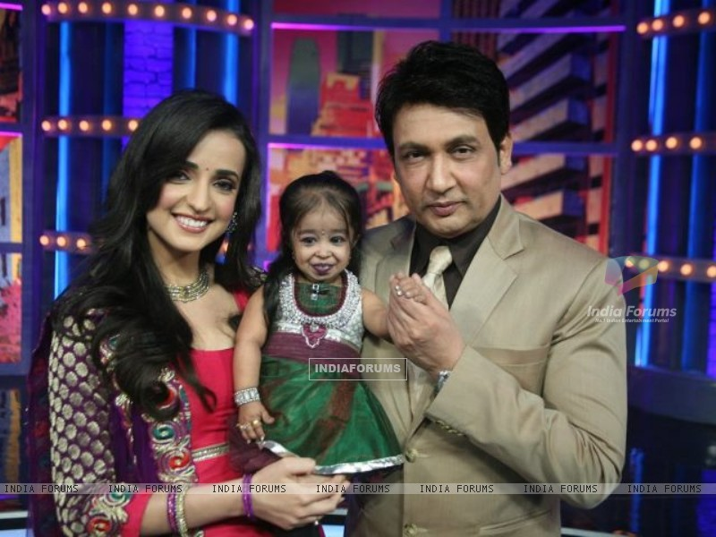 Sanaya Irani and Shekhar Suman on Movers and Shakers (203582) size:800x600