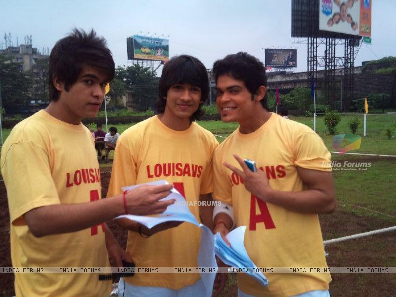 Shantanu with Kunwar and Archi (203796) size:800x600