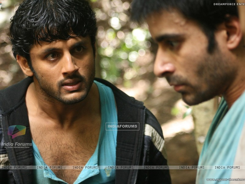 Nitin shouting on Gautam Rode (20394) size:800x600