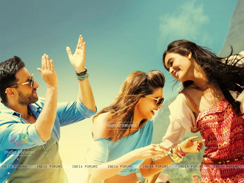 Saif Ali Khan, Deepika Padukone and Diana Penty in Cocktail (204080) size:800x600