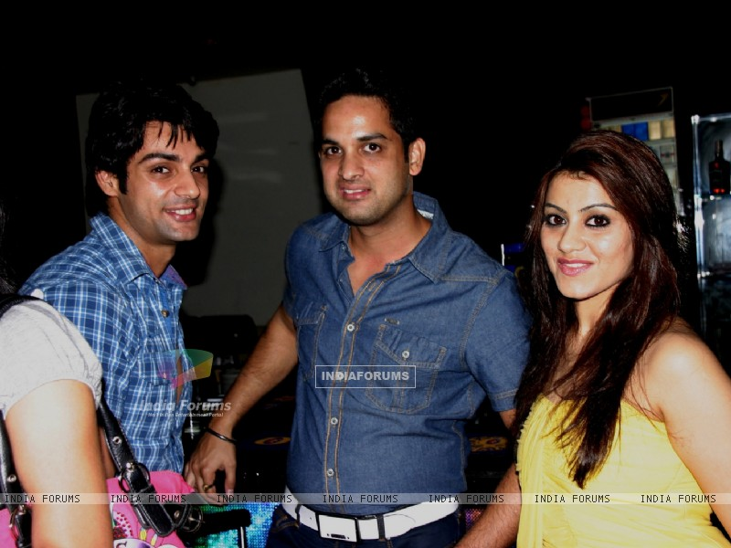 Vikas Kalantri and Priyanka Chibber at Karan Wahi Birthday Party (206671) size:800x600