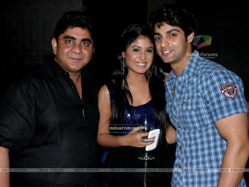 Rajan Shahi and Kritika Kamra with Karan Wahi at Karan Wahi Birthday Bash (206672) size:800x600