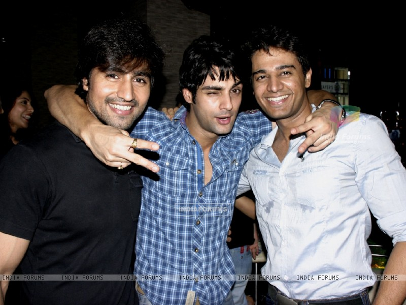 Harshad Chopra, Karan Wahi and Gaurav Khanna at Karan Wahi Birthday Party (206680) size:800x600