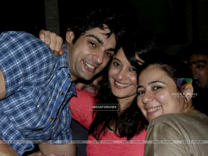 Karan wahi with Shristi Arya at Karan Wahi Birthday Party (206682) size:800x600