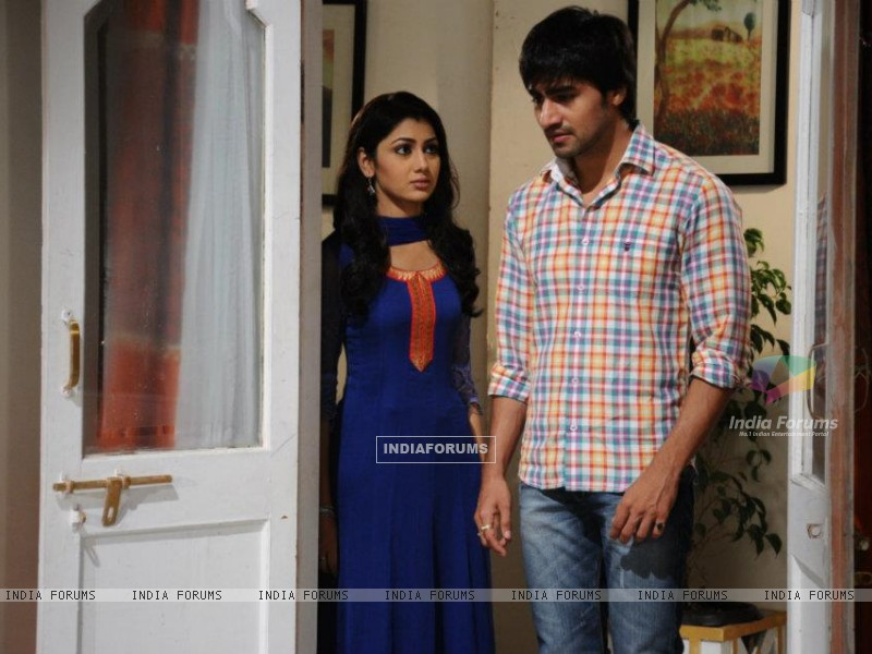 Harshad Chopra and Sriti Jha (208569) size:800x600