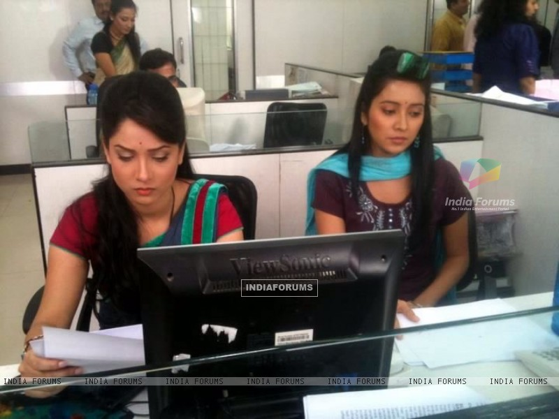 Ankita Lokhande and  Asha Negi During Shooting For Pavitra Rishta (211651) size:800x600