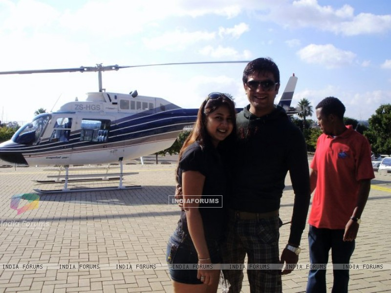 Sharad Kelkar With Keerti in South Africa (212078) size:800x600