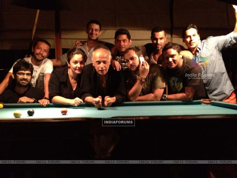 Mahesh Bhatt, Pooja Bhatt,  Dino Morea on the set of movie Jism 2 (212099) size:800x600