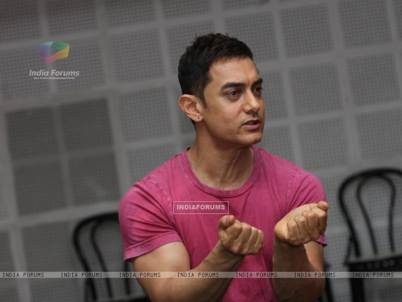 Bollywood actor Aamir Khan at SMJ press conference in Yashraj Studio. . (212224) size:800x600