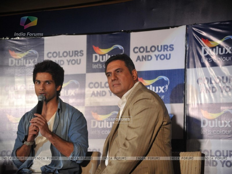 Shahid and Boman Irani at Dulux let's colour event (216929) size:800x600