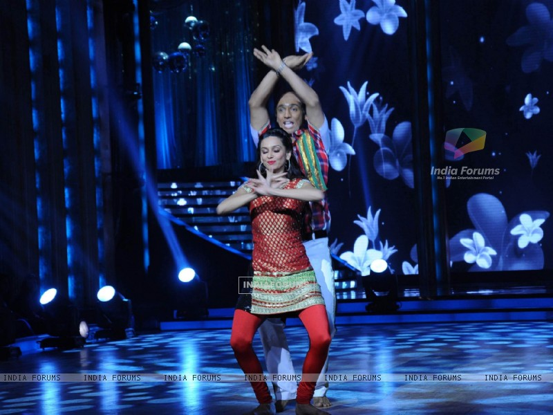 Shibani Dandekar with Punit performing on the sets of Jhalak Dikhhla Jaa (218644) size:800x600