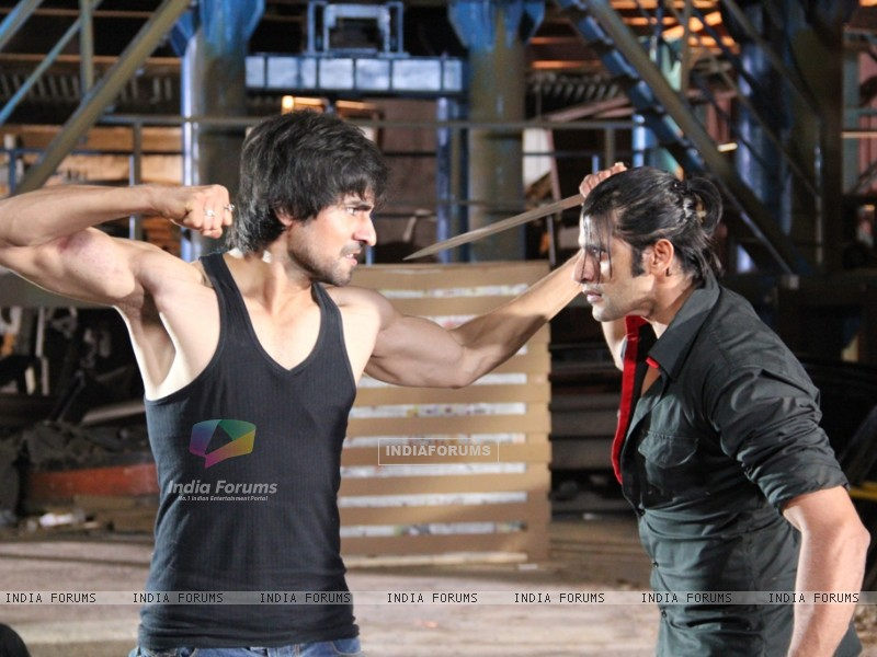 A still of Harshad Chopra and Karanvir Bohra from Dil Se Di Dua Saubhagyavati Bhava (221877) size:800x600