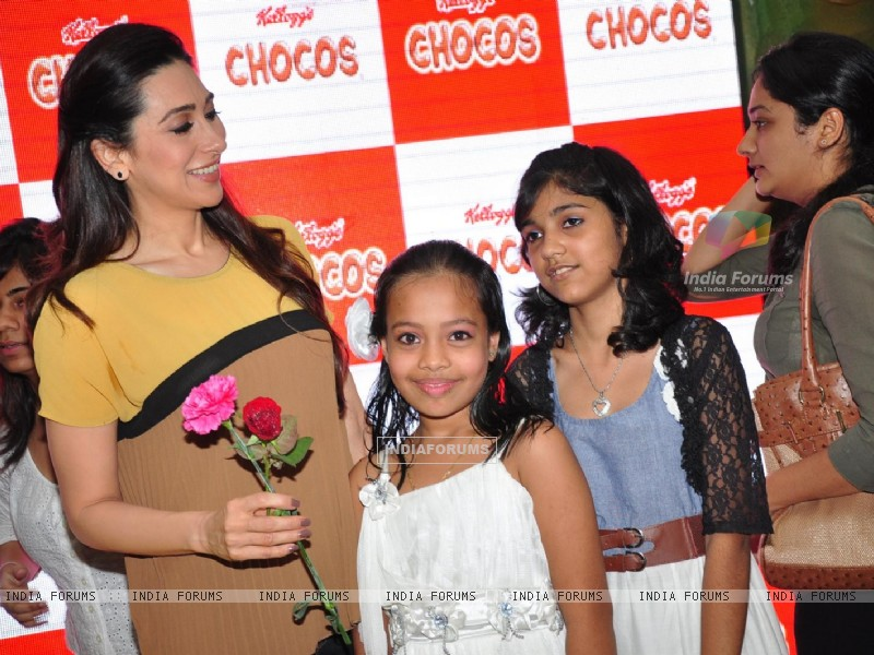 Brand ambassador of Kellogg's Chocos, Karisma Kapoor at the launch of 'Augmented Reality Game' in Oberoi Mall, Mumbai (222571) size:800x600