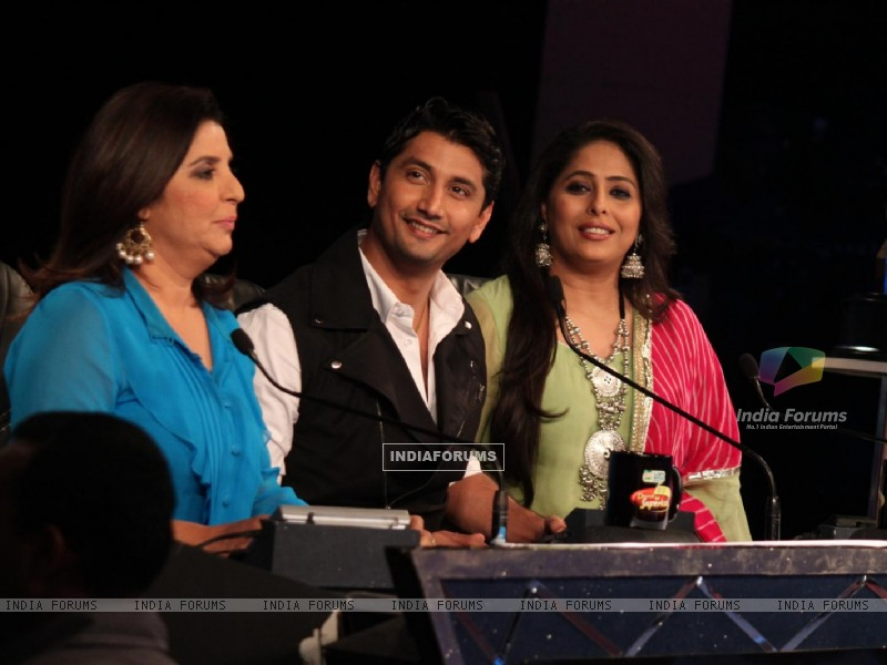 Farah Khan, Marzi Pestonji and Geeta Kapur on the sets of Dance India Dance (224203) size:800x600