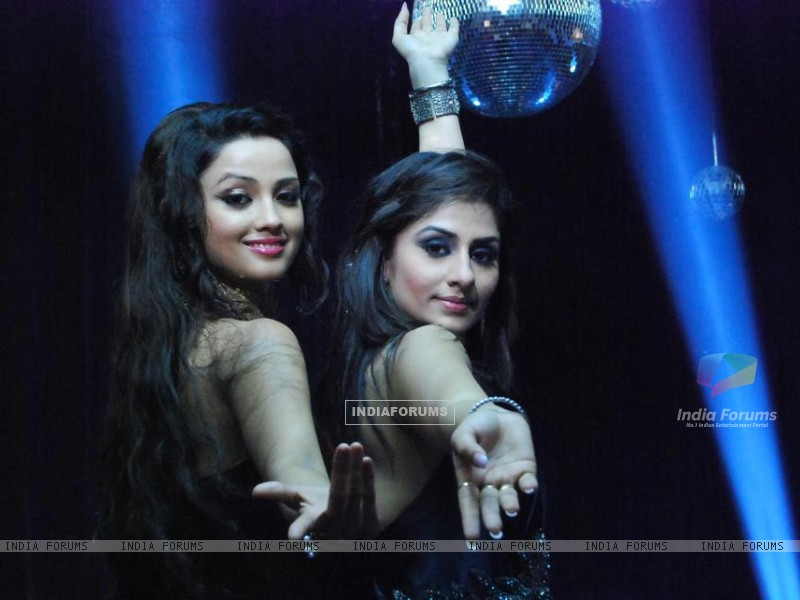 Ankita sharma and Adaa Khan (224669) size:800x600