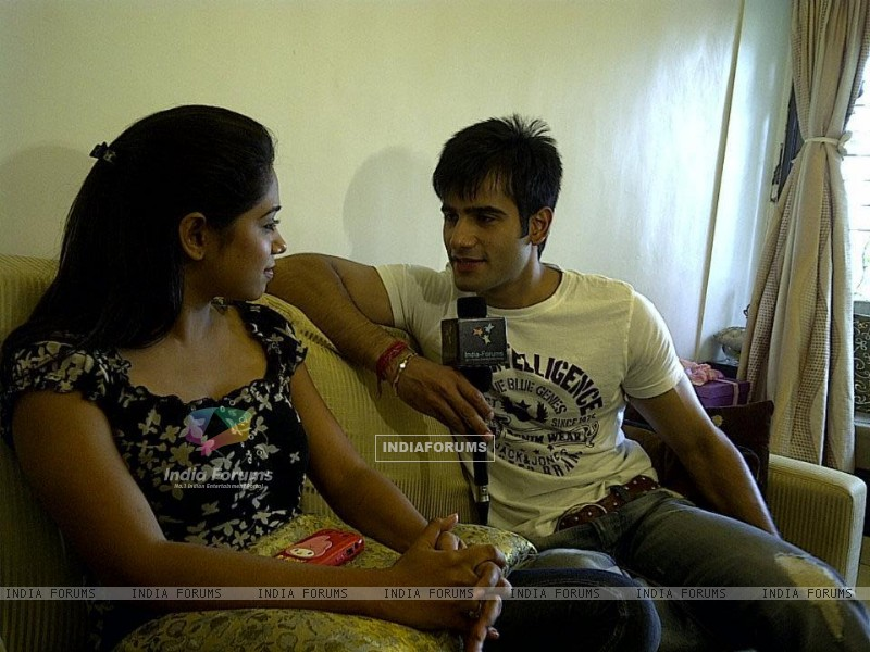 Karan Tacker with Yashashri Masurkar doing a interview with India-Forums (226257) size:800x600