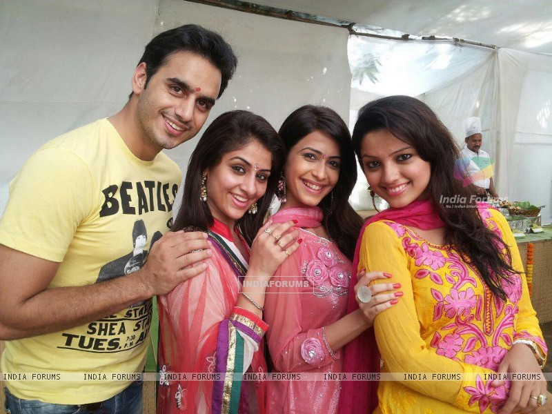 Waseem, Ankita, Dimple and Adaa (227403) size:800x600